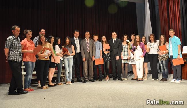 Додијељене дипломе ученицима ОШ Пале