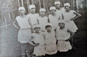 Ученице дјечијег опоравилишта приликом прославе Дана Црвеног крста